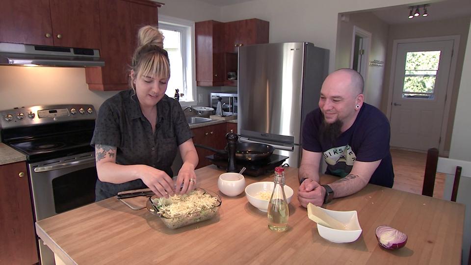 Une casserole de quinoa et une salade de Kaniwa