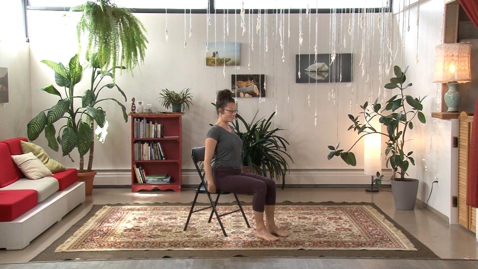 Initiation au yoga sur chaise