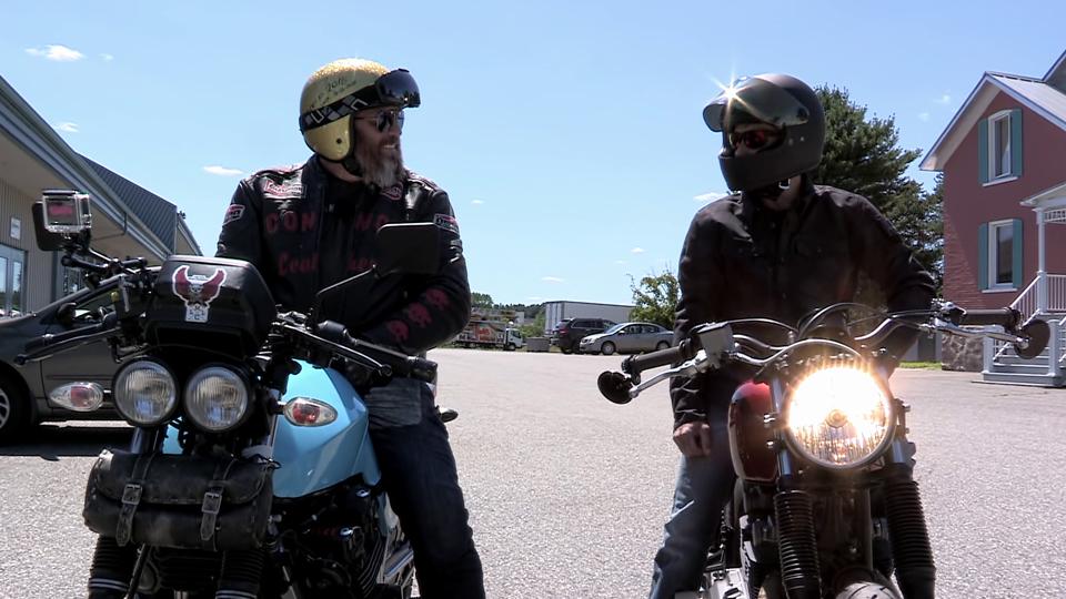En route sur une moto restaurée