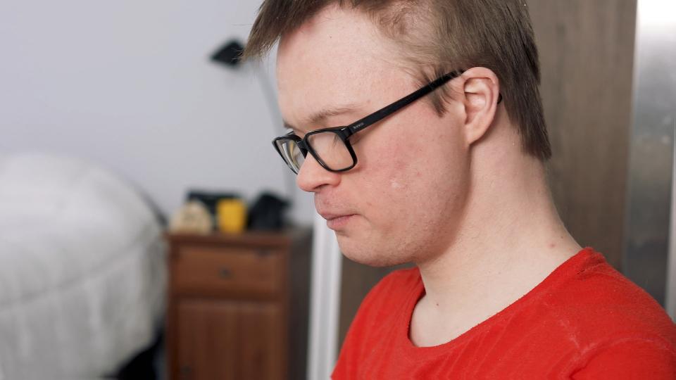 Gabriel, comédien ayant la trisomie 21