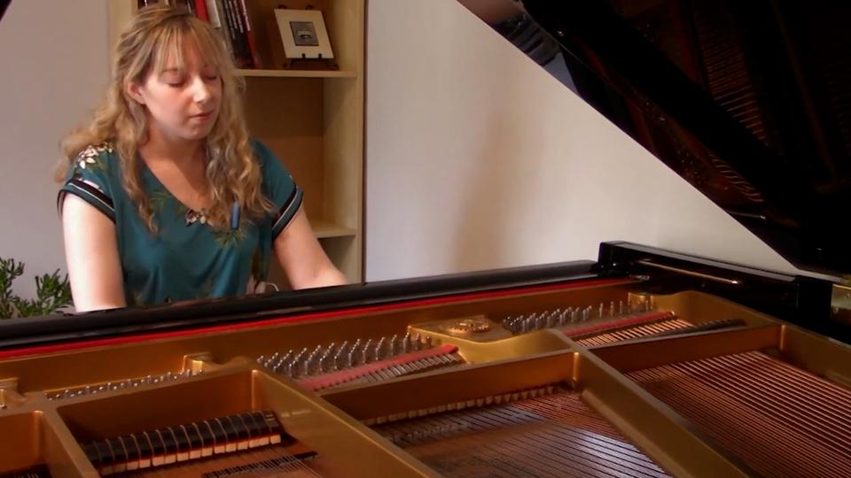 Une pianiste et la lecture de Clair de lune